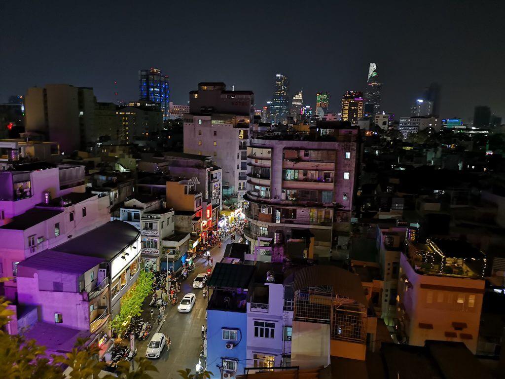 Saigon skyline på natten