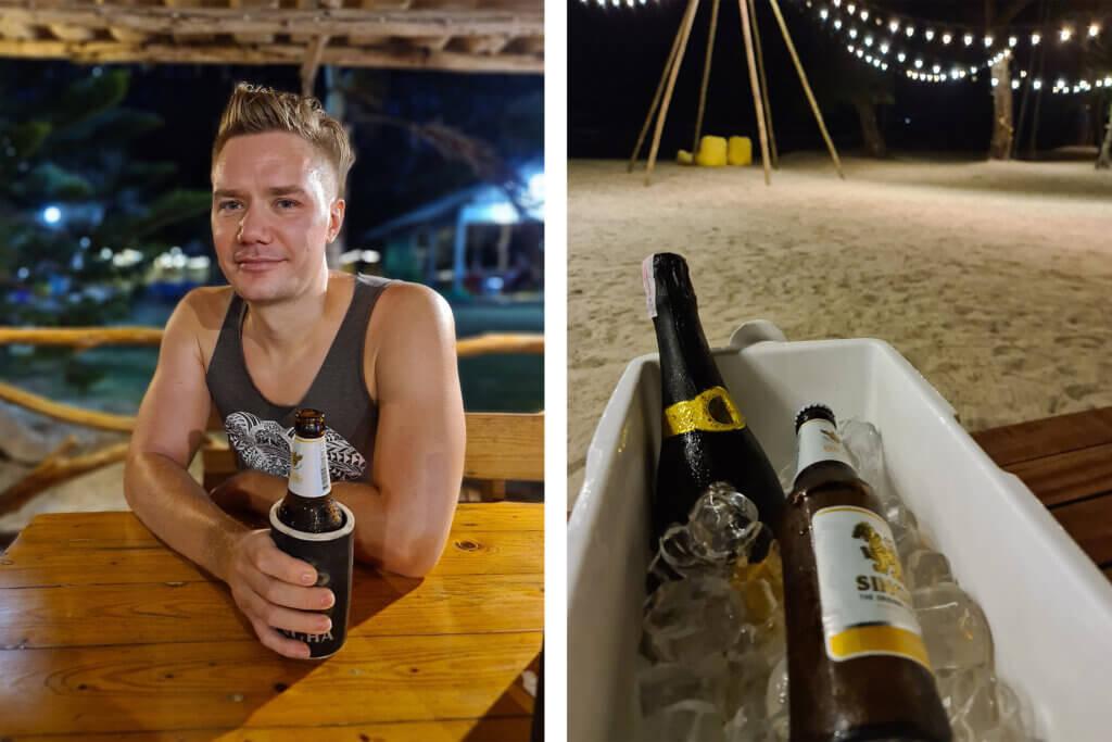 Jonas som drikker øl og en kjølebag med drikke