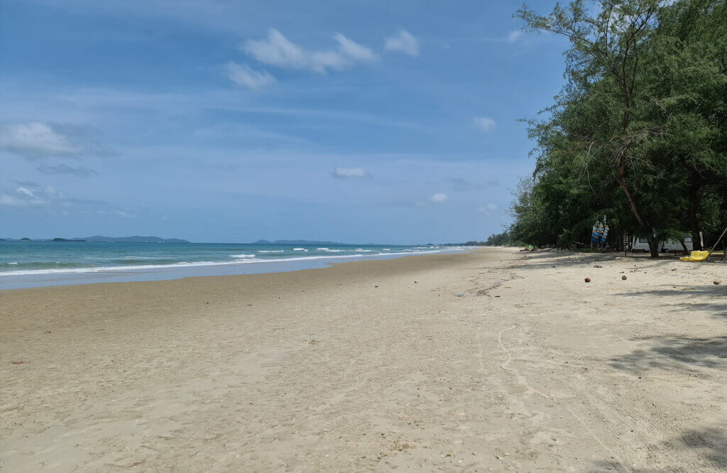 Urørt strand i Rayong